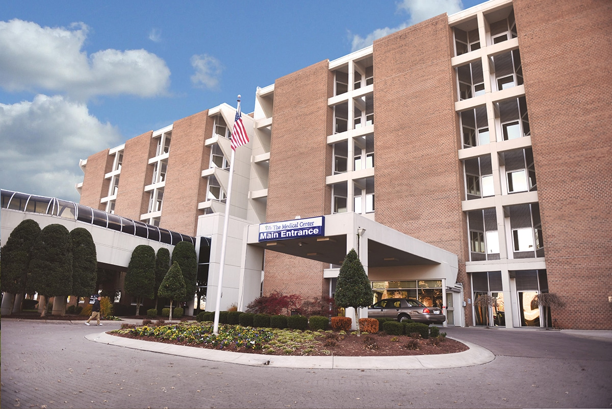 Exterior view of The Medical Center at Bowling Green main entrance.